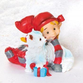 Babynisse pige med hvid kat og gaver
