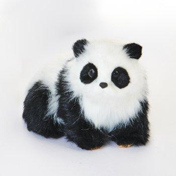 Panda bjørn i pels, der ligger ned